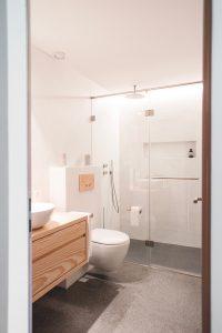 le b ton cir plus cher qu un carrelage. Black Bedroom Furniture Sets. Home Design Ideas